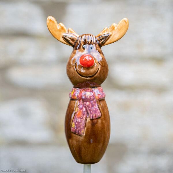 Tangoo Keramik Elch für den Garten mit weinrotem Halstuch (Rentier)